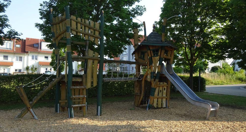 Klettergerüst Haus : Ein platz der mir gehört: spielhäuser und klettergerüste für kinder